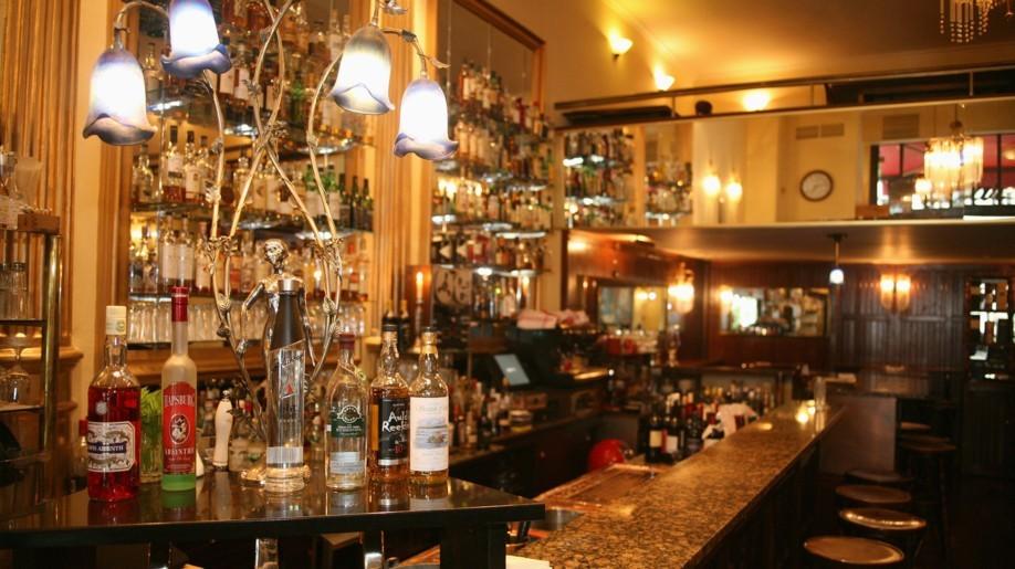 Erstklassige Drinks, von Whiskey bis Wein, gibt es im Oscar's.