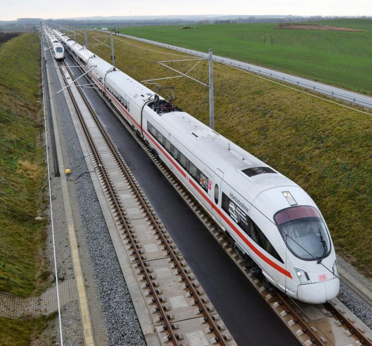 Auf schnellstem Weg in Deutschlands Metropolen: Der ICE Sprinter bringt Geschäftsreisende entspannt zum Termin.