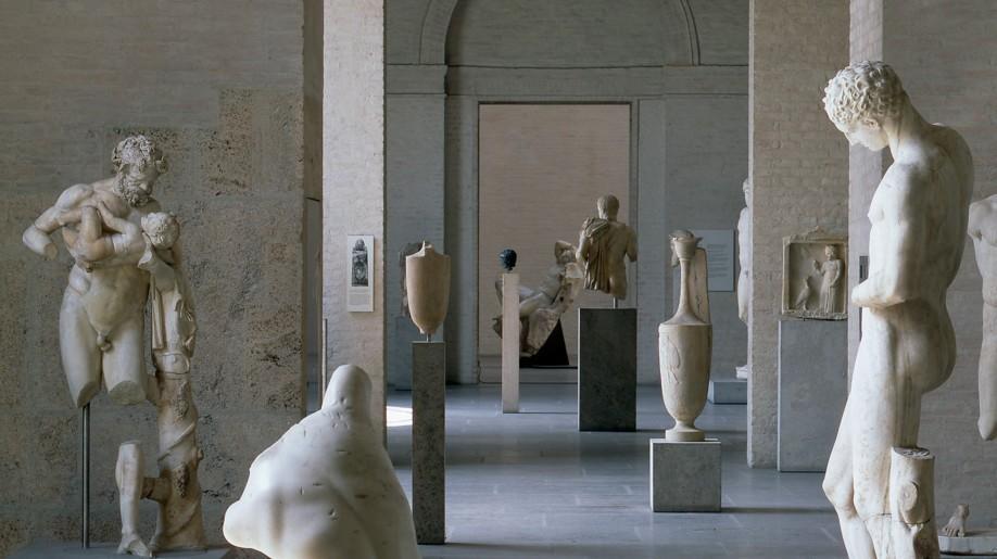 Wer nicht wegen der antiken Skulpturen in die Glyptothek kommt, der probiert das nette Innenhof-Café