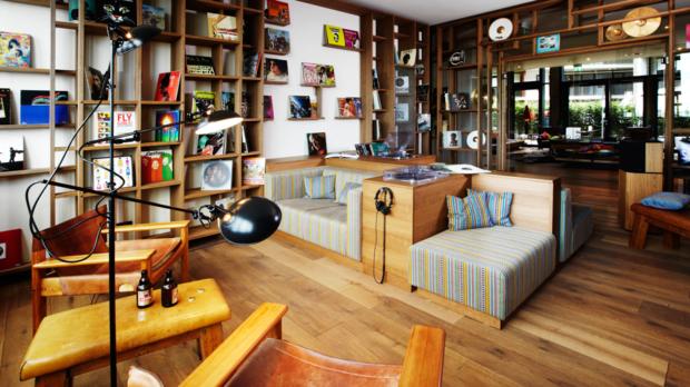 Vinyl Room im 25hours Hafencity Hamburg